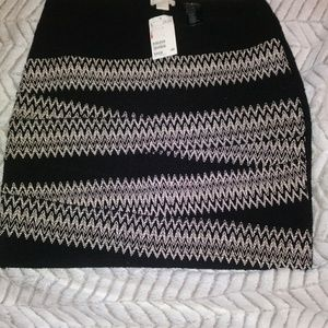 H and M size Large beautiful woven, unique skirt.